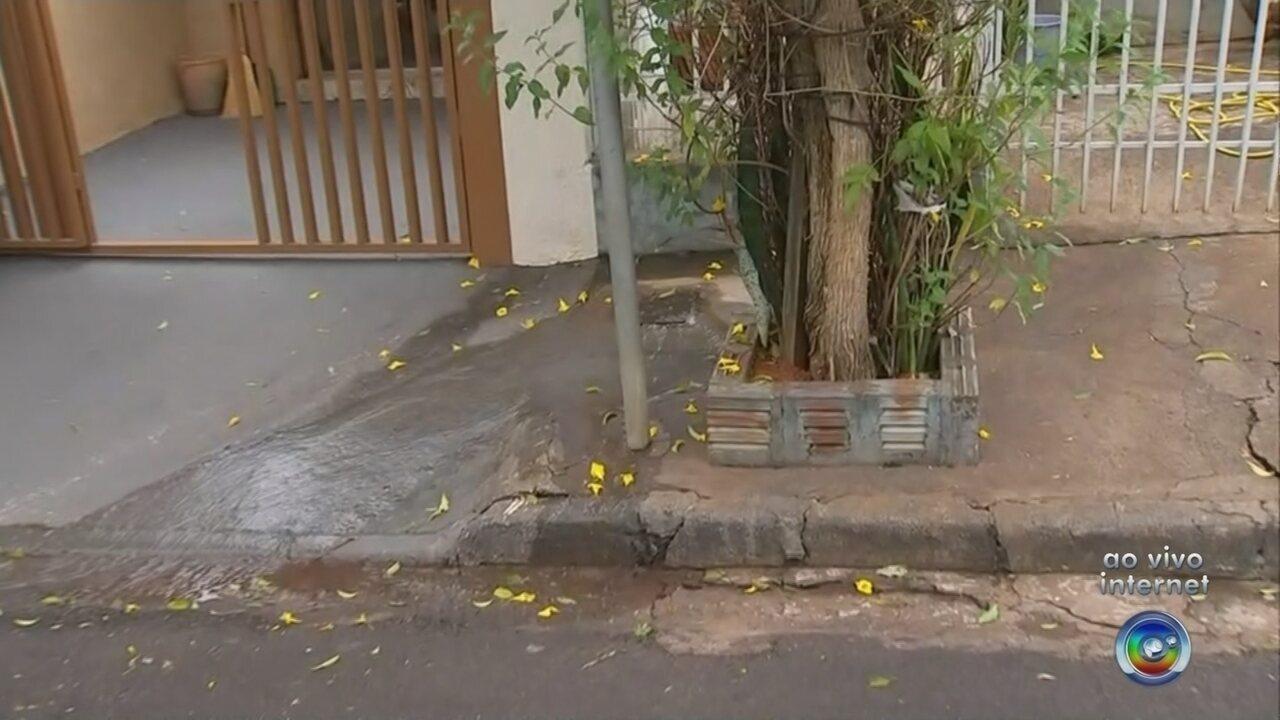 Vazamentos de esgoto incomodam moradores em bairro de Rio Preto