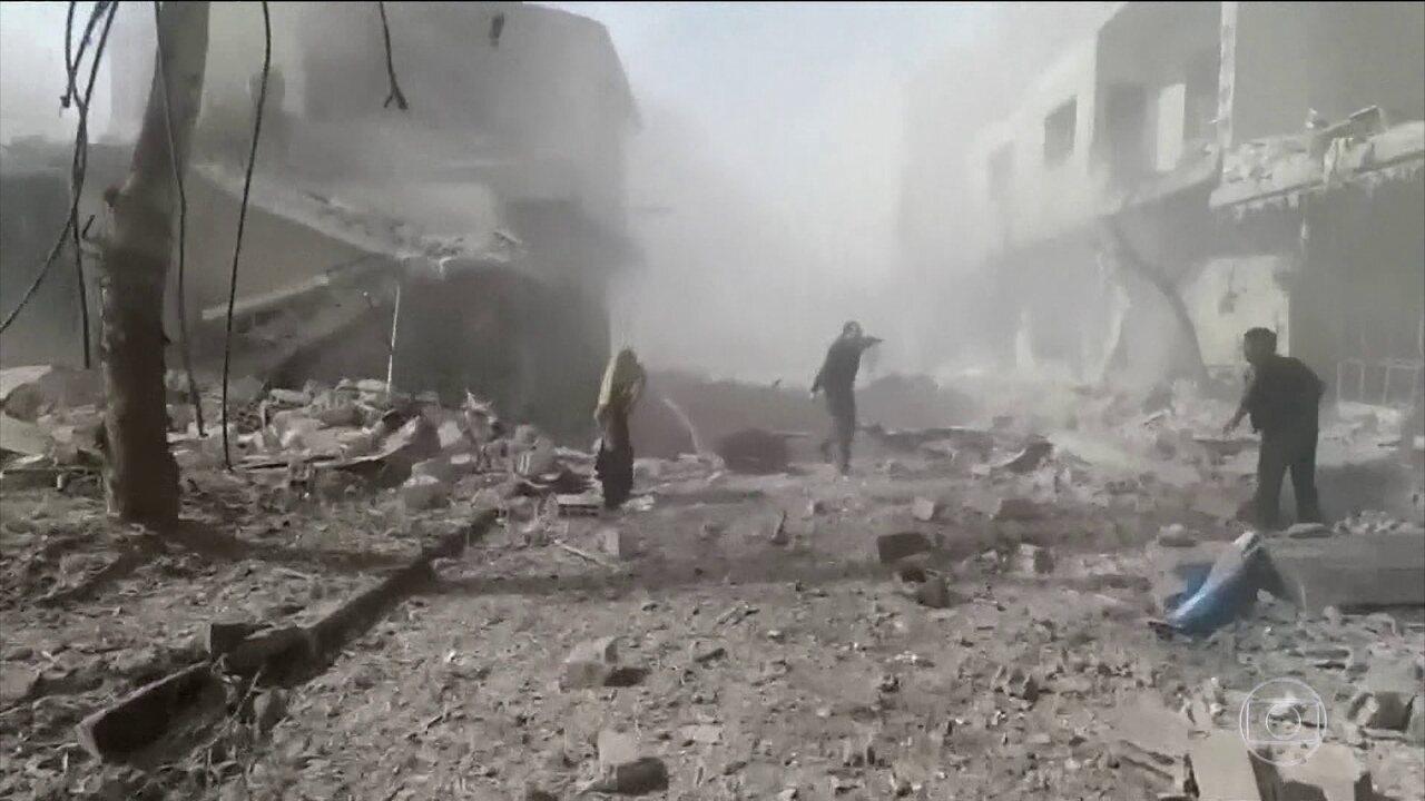 Bombardeios do governo em um lugar controlado por rebeldes mata mais de 100