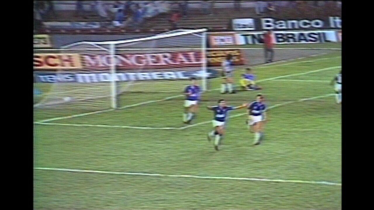 Em 1990, pela Supercopa da Libertadores, Cruzeiro vence o Racing por 1 a 0 no Mineirão