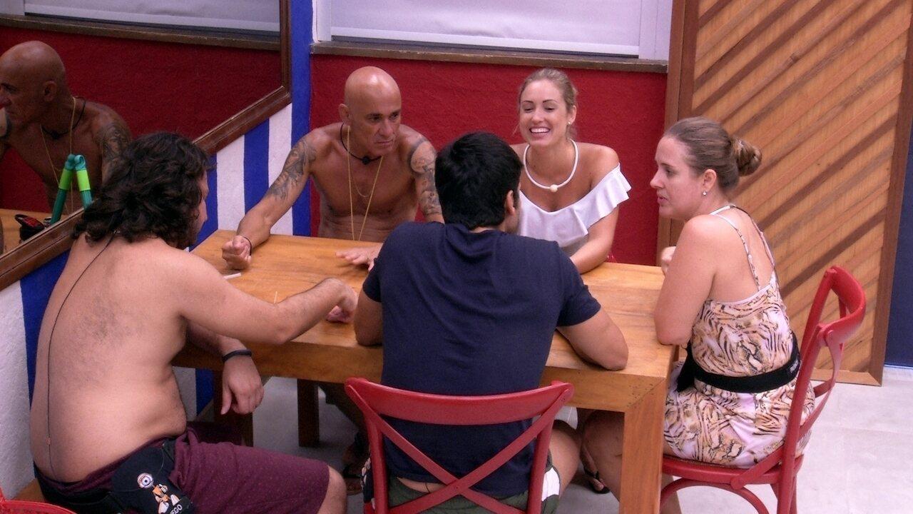 Jéssica quer saber informações do amigo de Lucas: 'Se eu estiver encalhada quando sair'