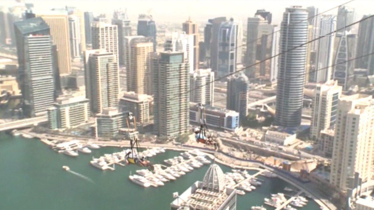 Tirolesa nas alturas atrai aventureiros para Dubai