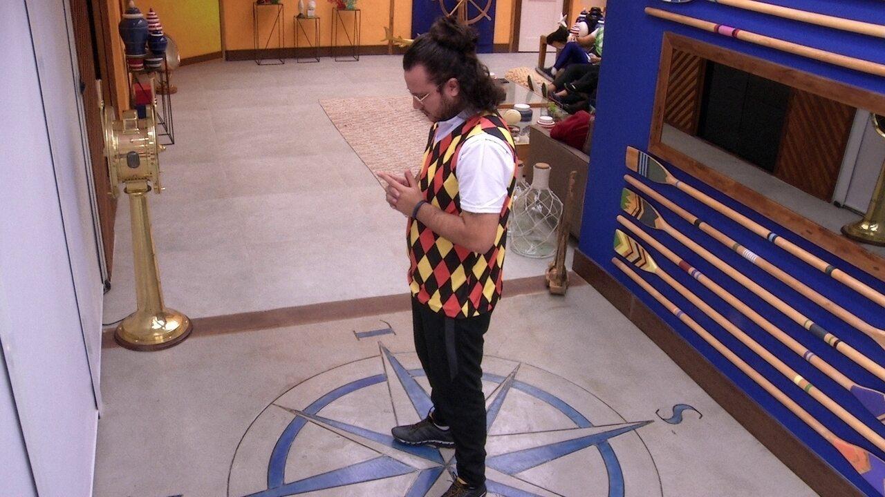 Concentrado, Diego se isola dos brothers antes da Prova do Líder