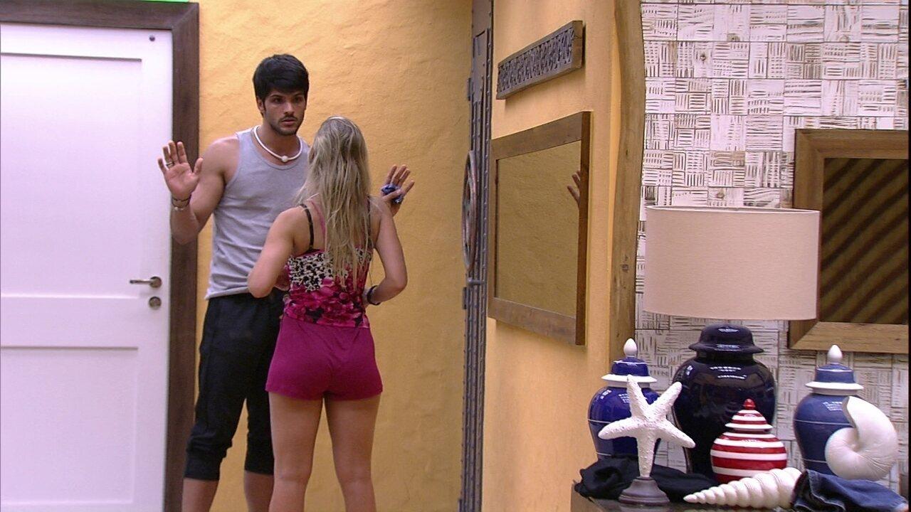 Lucas garante a Jéssica: 'Não me incomodo de dormir no chão'