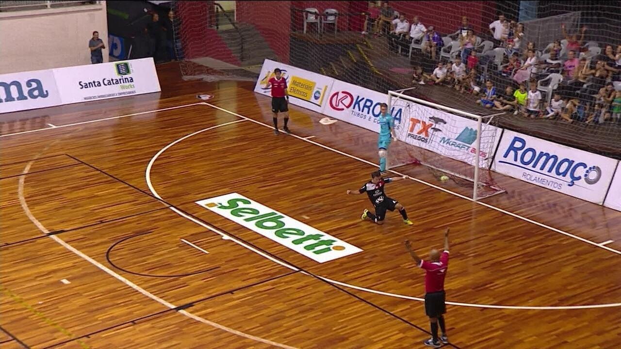 f17d9d0922 Os gols de Joinville 2 (3 x 1) 2 Carlos Barbosa no Futsal