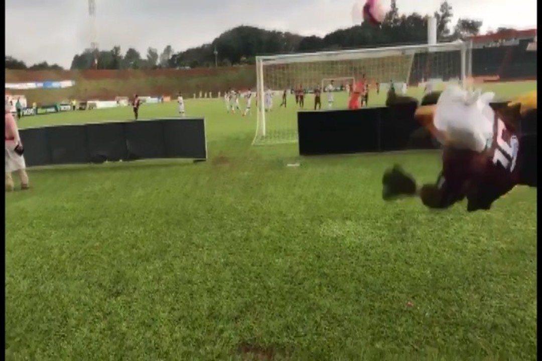Mascote do Patrocinense faz linda defesa em jogo contra Villa Nova-MG pela elite do Mineiro