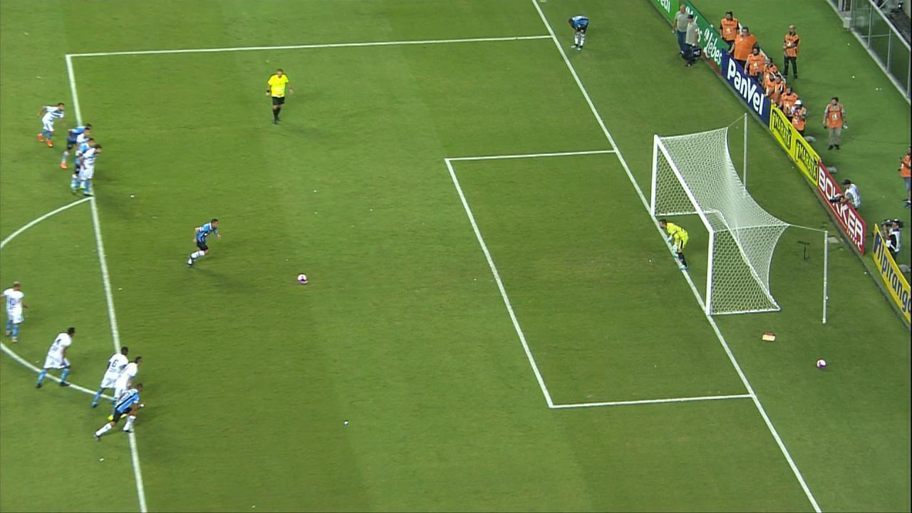 Jael cobra com categoria, desloca Michel Alves e faz gol