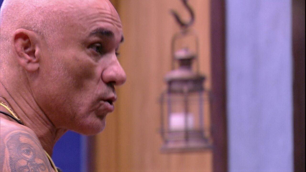 Ayrton reclama com Mahmoud: 'Fui atacado demais'
