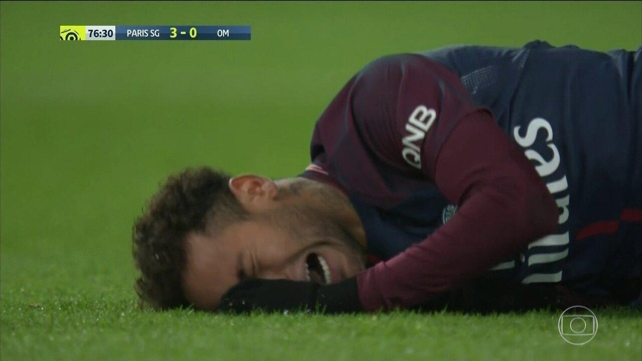 Lesão tira Neymar por um mês dos gramados