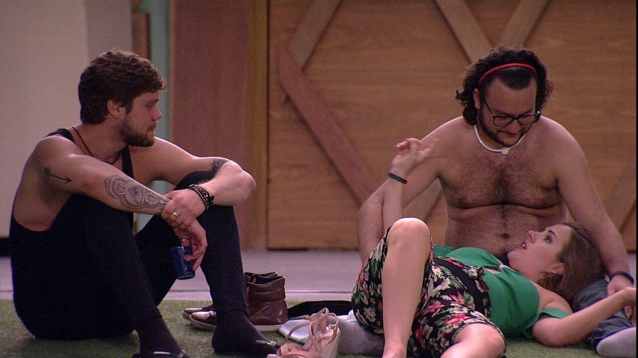Patrícia alfineta Paula para brothers: 'Se não tem sensibilidade, se afasta'