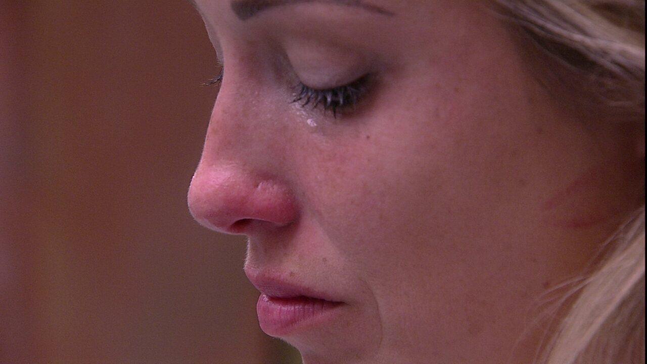 Jéssica chora e canta música para Lucas: 'Não desisto de você e nem você de mim'