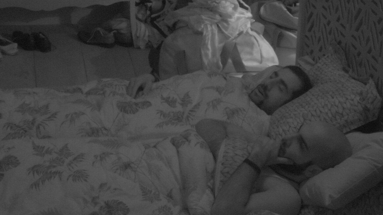 Mahmoud fica pensativo após noite de eliminação de Lucas