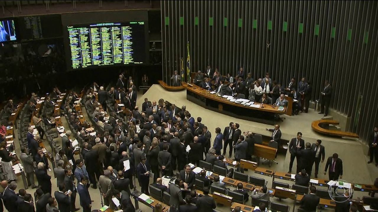 Câmara aprova regulamentação dos aplicativos de transporte
