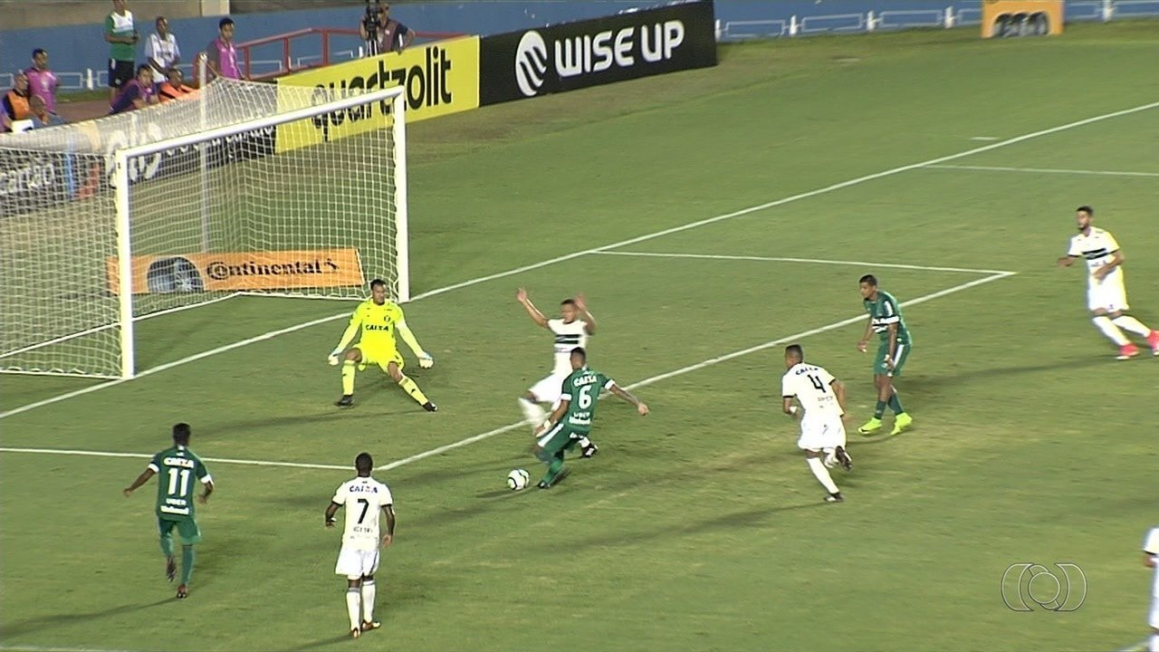 Goiás vence o Coritiba com gol do lateral-esquerdo Jefferson