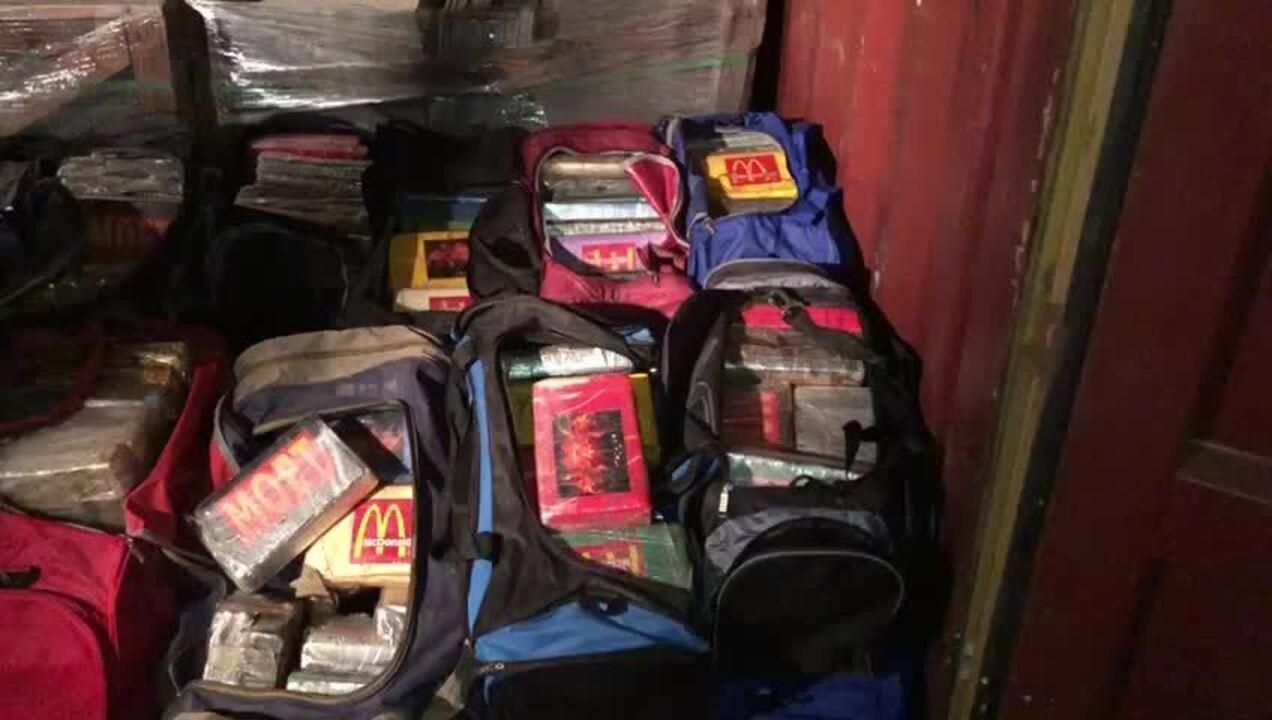 As drogas estavam escondidas em containers no Porto do Rio/ Divulgação Polícia Civil