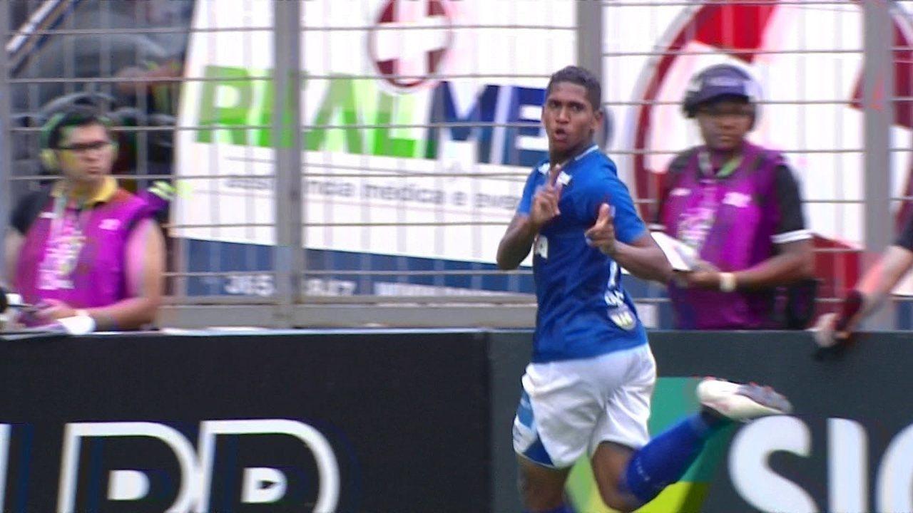 Gol do Cruzeiro! Raniel recebe ótimo passe de Rafinha, abre o placar, aos 2' do 2º tempo