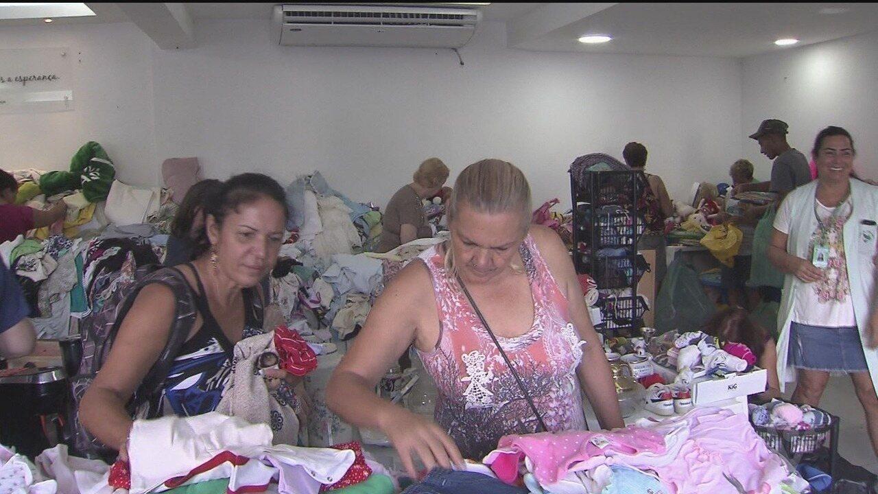 Começou o Bazar da Pechincha da Casa da Esperança, em Santos