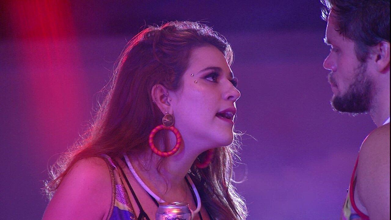 Ana Clara continua desabafando com Breno convivência com Caruso
