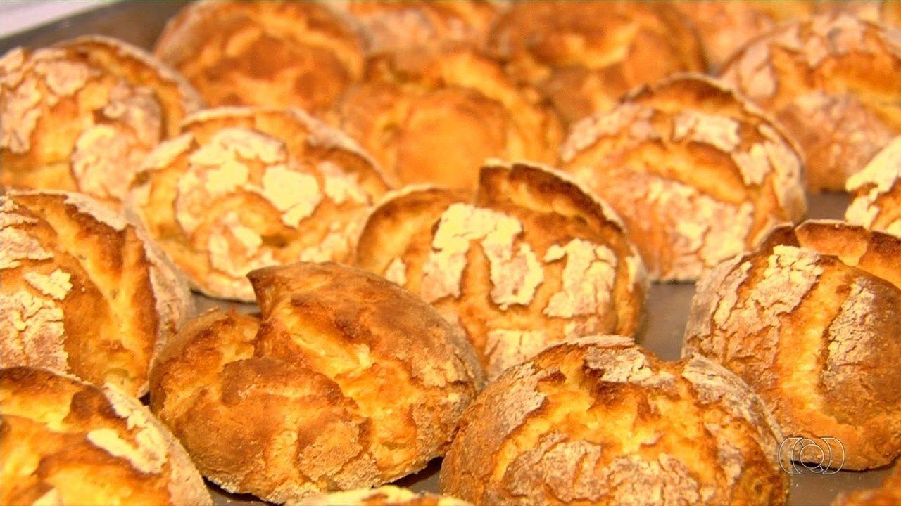 Dono de padaria ensina receita de broa de fubá que faz sucesso em Goiânia