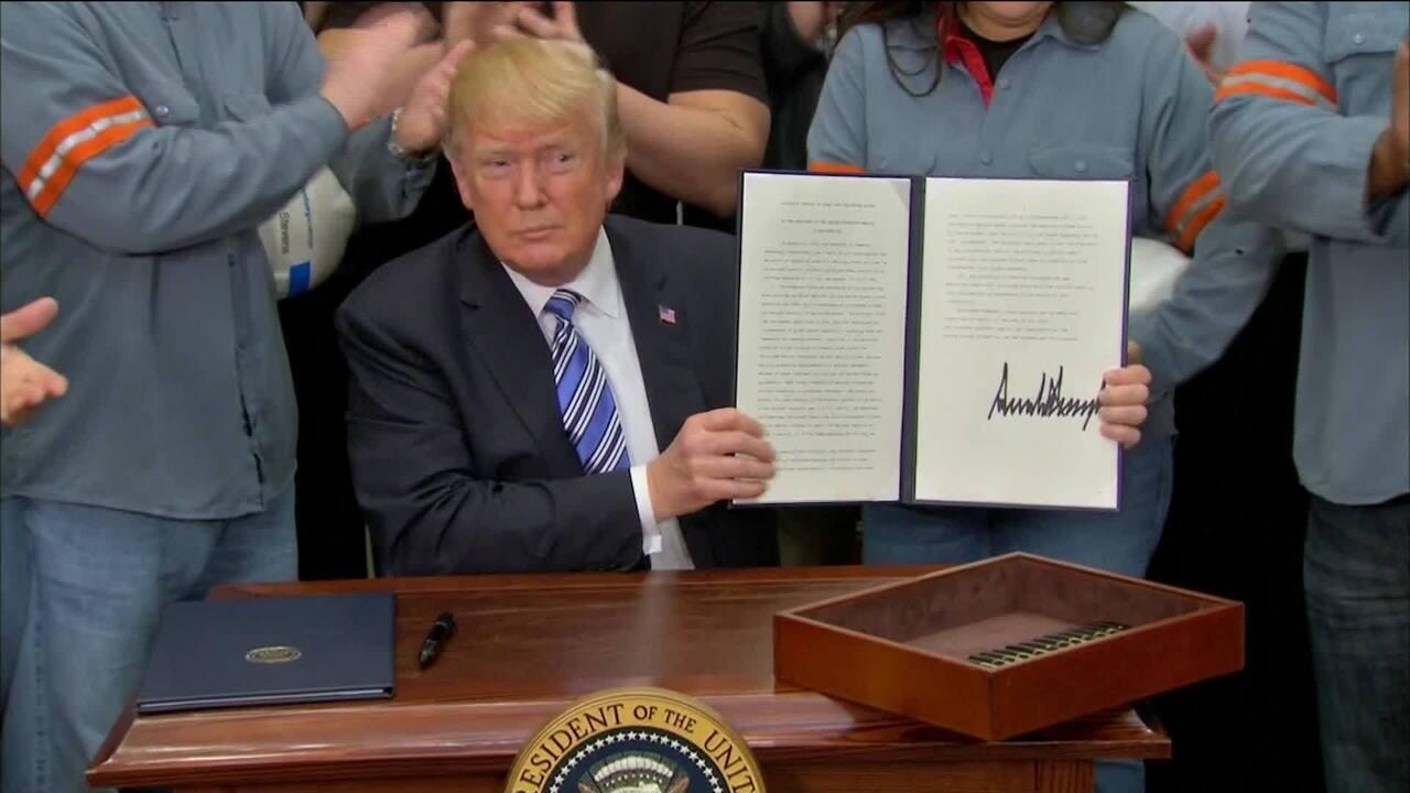 Trump oficializa aumento das taxas de importação de aço e alumínio