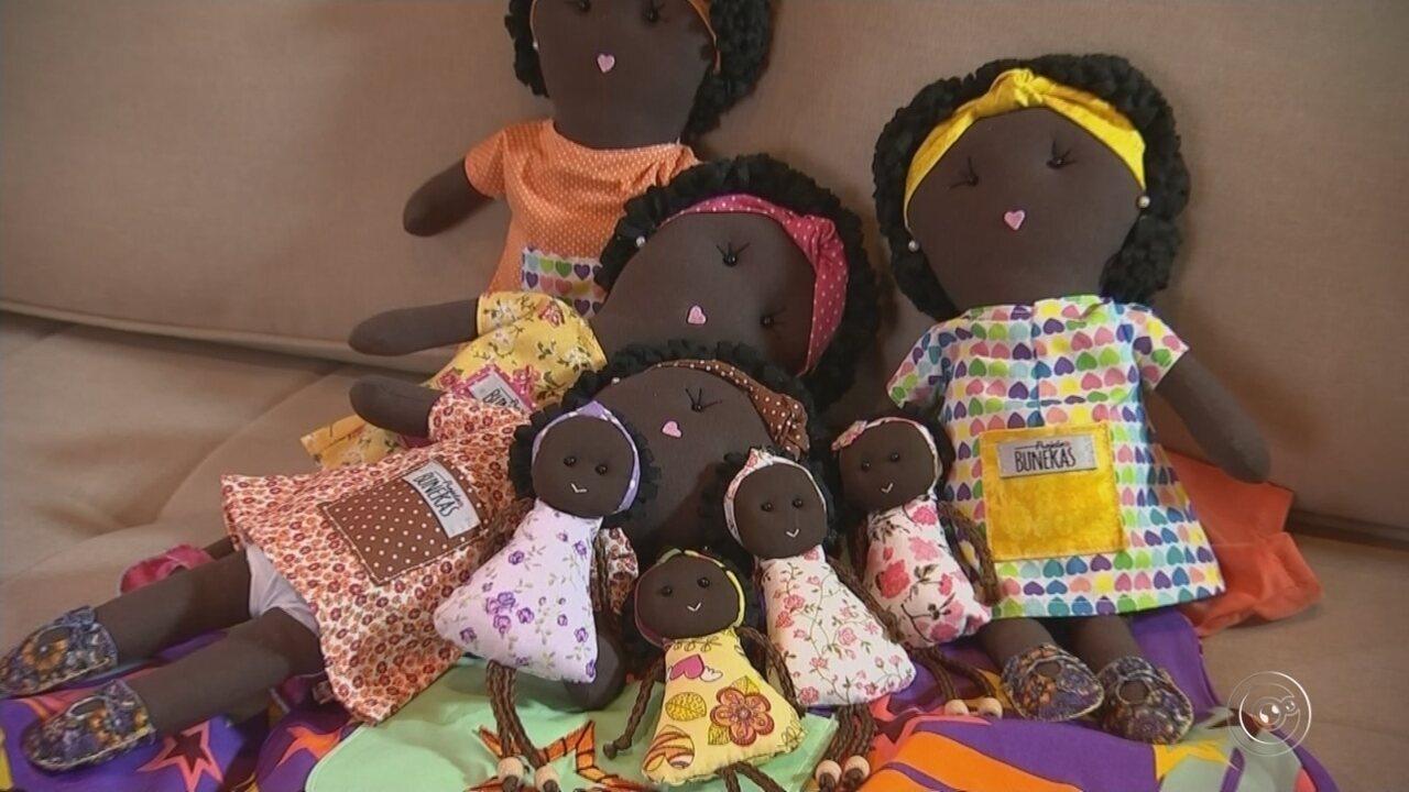 Brasileira cria bonecas 'conscientes' para crianças africanas: 'Falam com o coração'