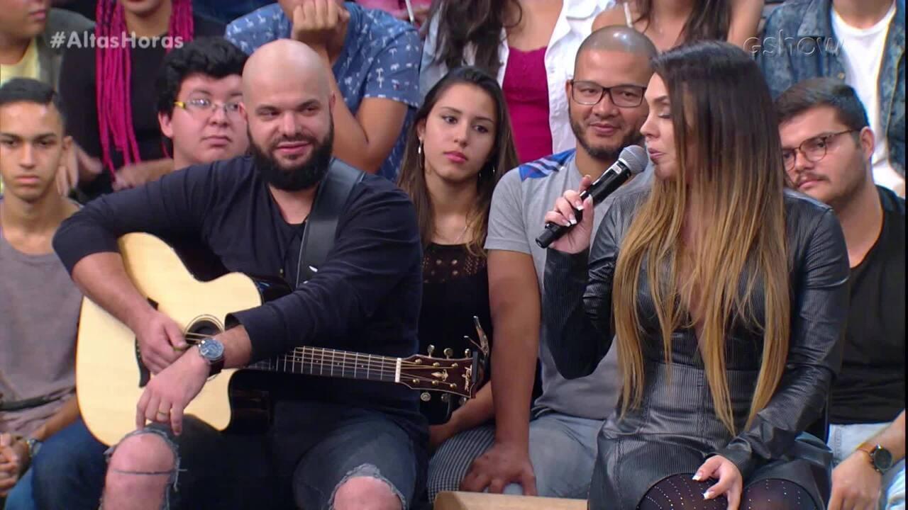 Simony canta 'Lindo Balão Azul'