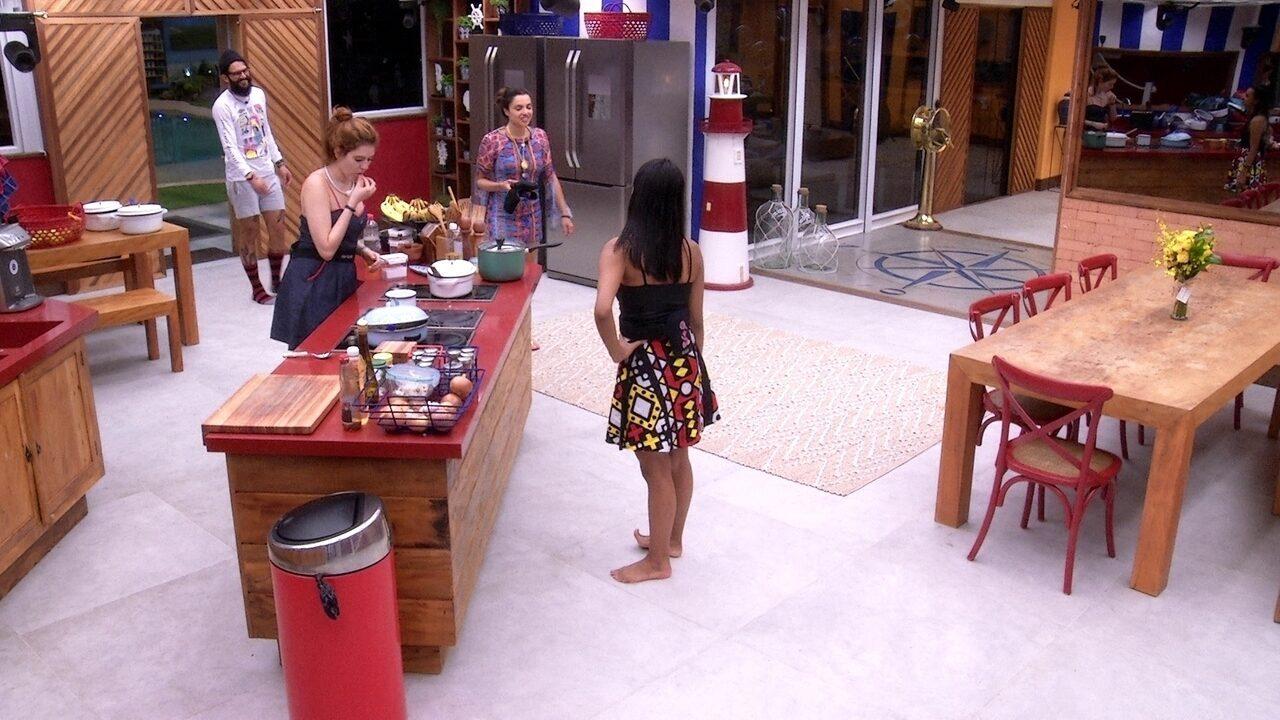 BBB18: Gleici volta, indica Patrícia ao paredão e as duas discutem