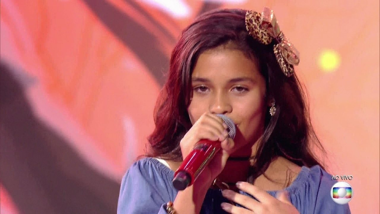 Rebeca Marques, cantou 'Majestade, O Sabiá', no show ao vivo do The Voice Kids