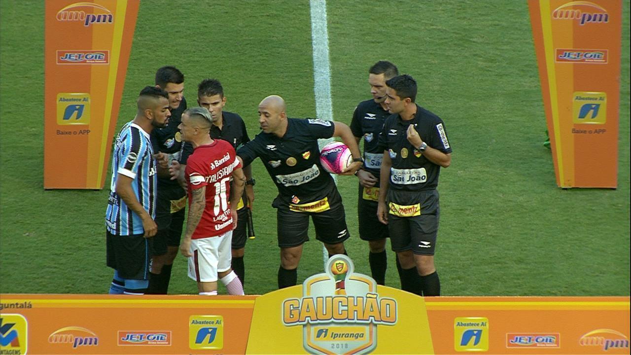 Antes de a bola rolar no Gre-Nal, D'Alessandro e Maicon se desentendem