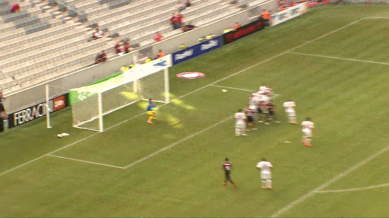 Gol do Atlético-PR! João Pedro cobra no ângulo e faz Atlético-PR 1x0 Foz do Iguaçu