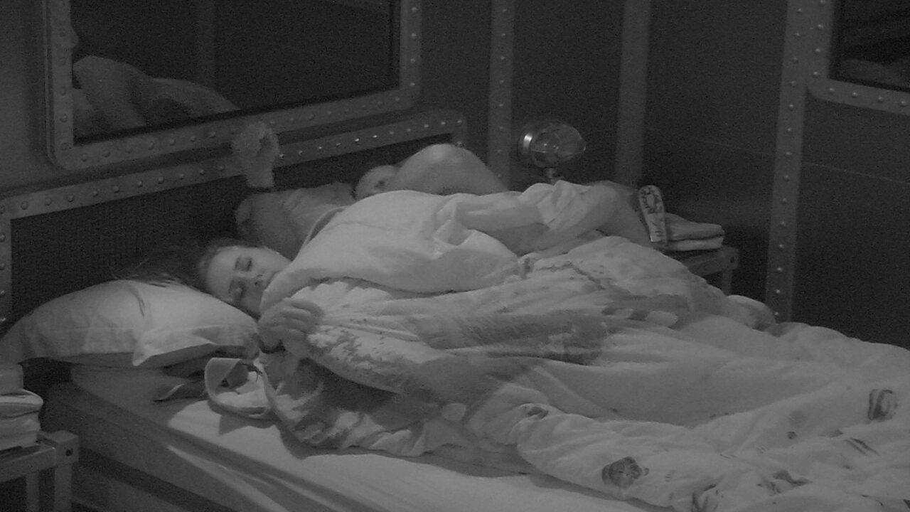 Patrícia pede para Kaysar: 'Deita de conchinha'