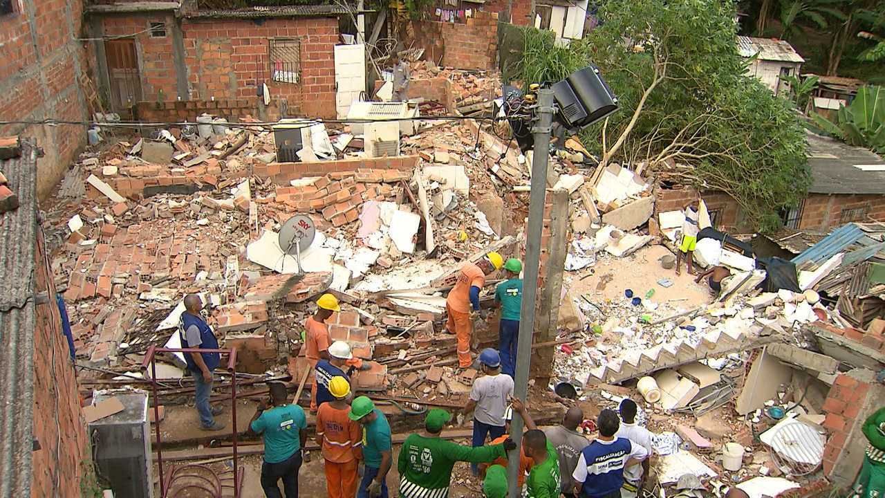 Defesa Civil decide demolir casas que estão em local de risco em Pituaçu