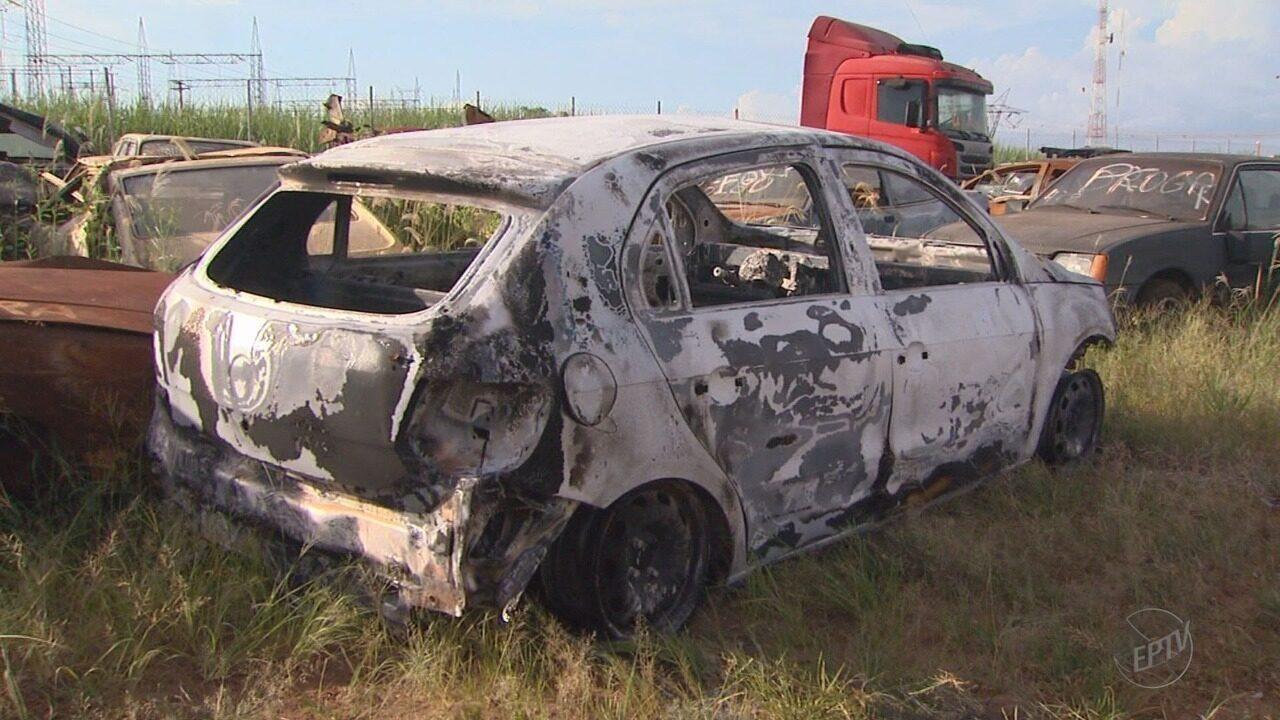 Corpo carbonizado é achado no porta-malas de carro queimado em Ribeirão Preto, SP