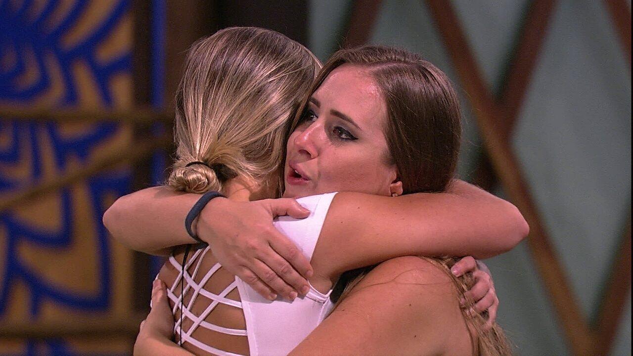 Jéssica abraça Patrícia e pede: