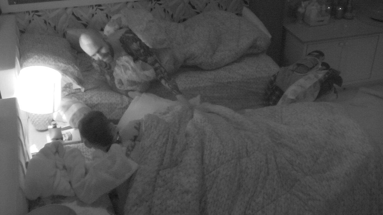 Caruso acorda com brincadeira e se diverte com brothers