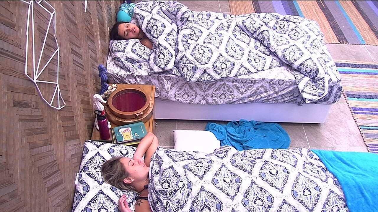Paula e Jéssica seguem dormindo no Bangalô do Líder