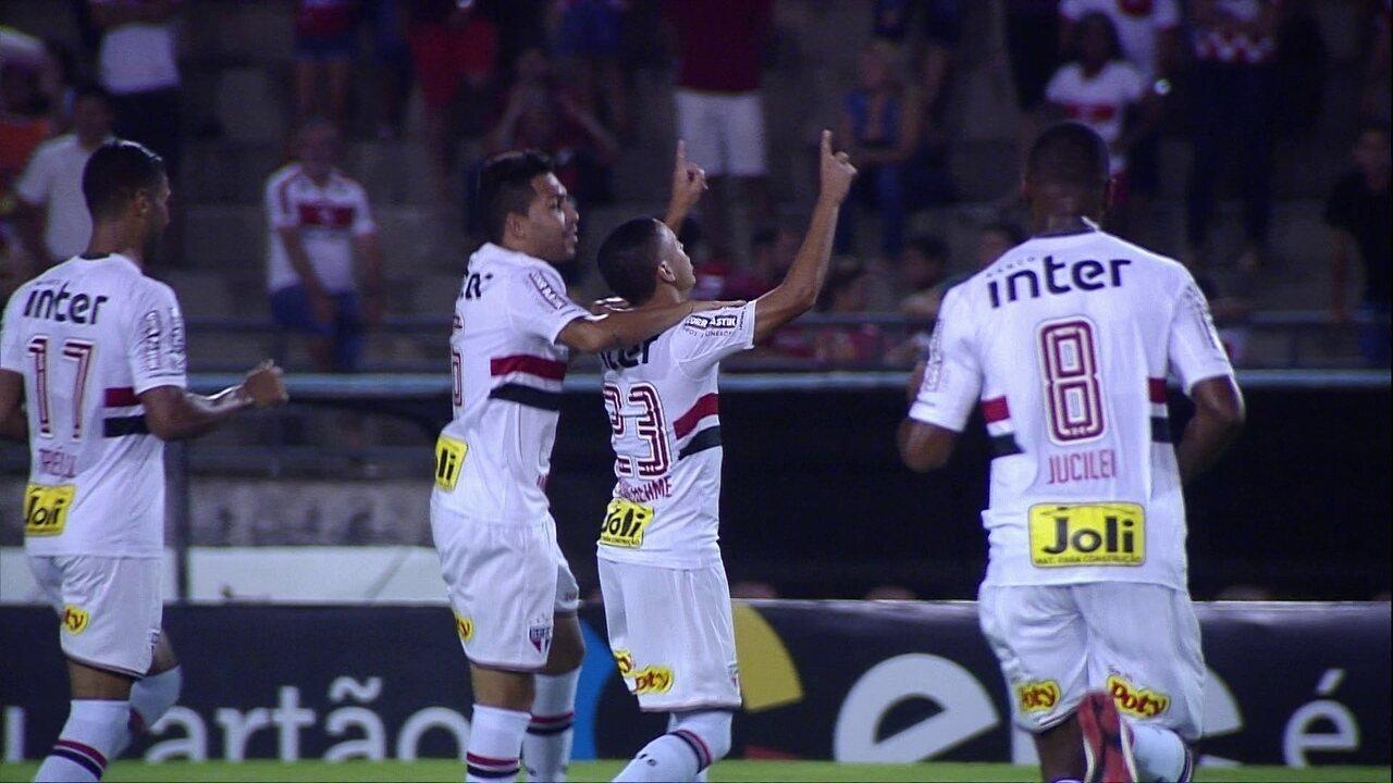 Boaventura erra no chutão, São Paulo arma contra-ataque e abre o placar no Rei Pelé