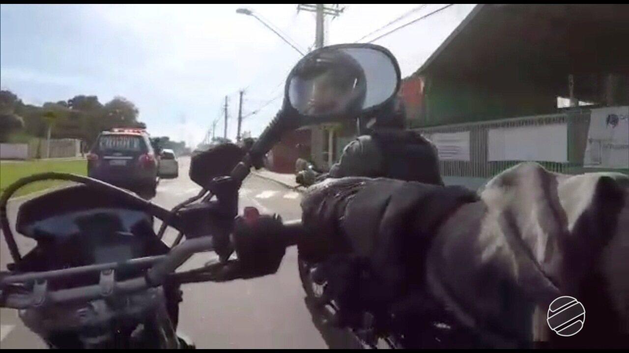 Vídeo mostra perseguição do Choque a 2 veículos com suspeita de roubo em Campo Grande