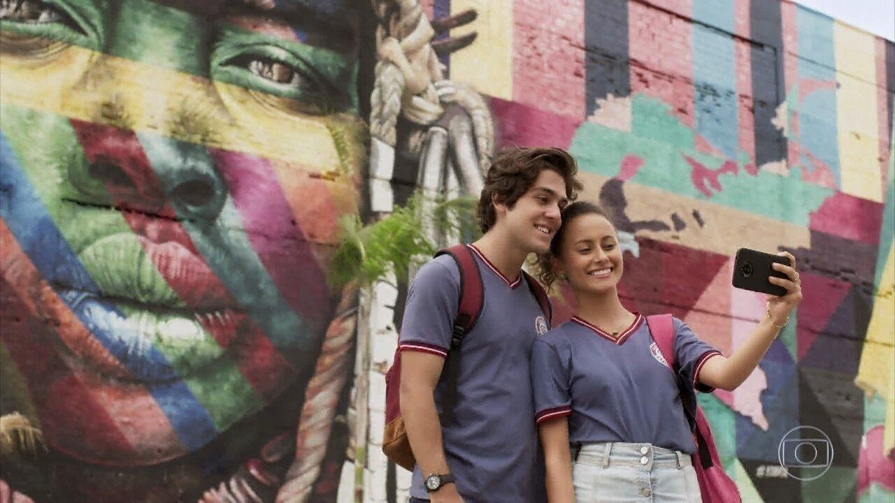Alex leva Maria Alice para conhecer os pontos turísticos do Rio de Janeiro