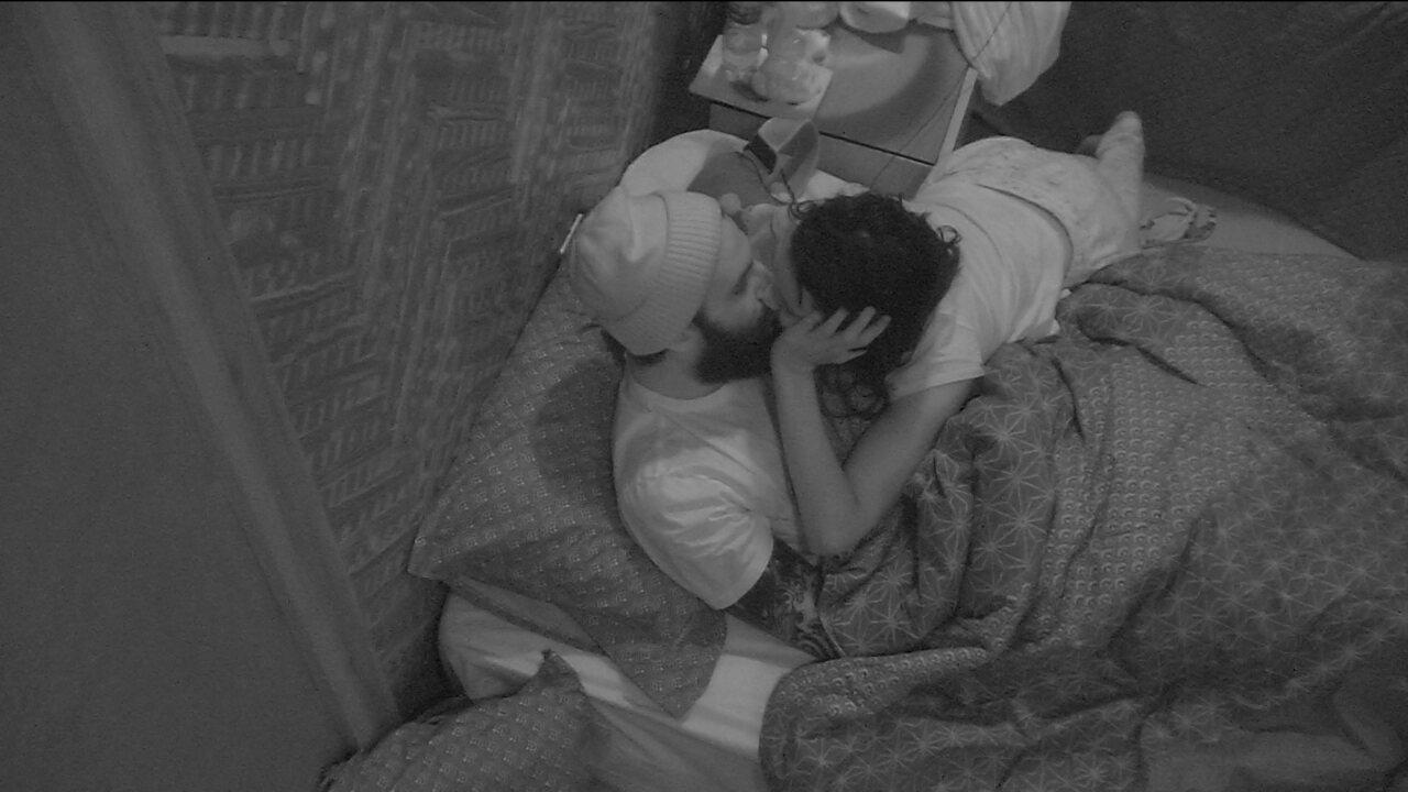 Gleici e Wagner se beijam no Bangalô do Líder
