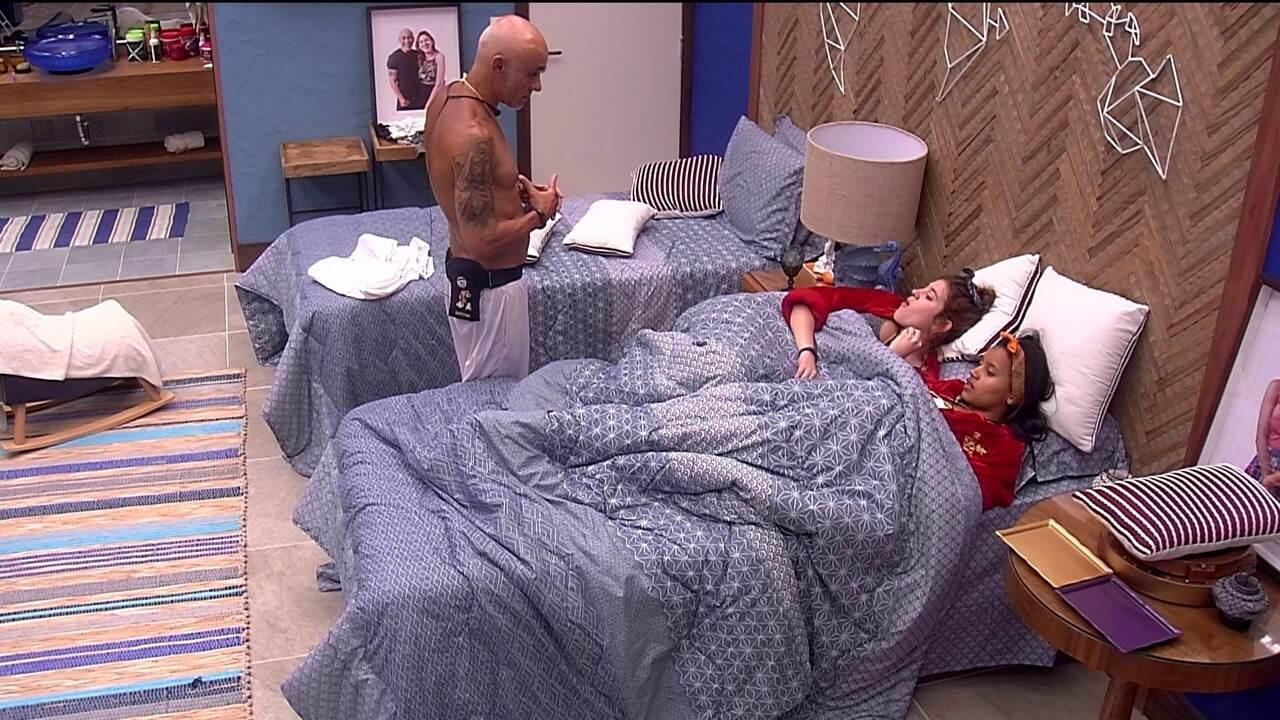 Ayrotn insiste que Ana Clara converse com Diego