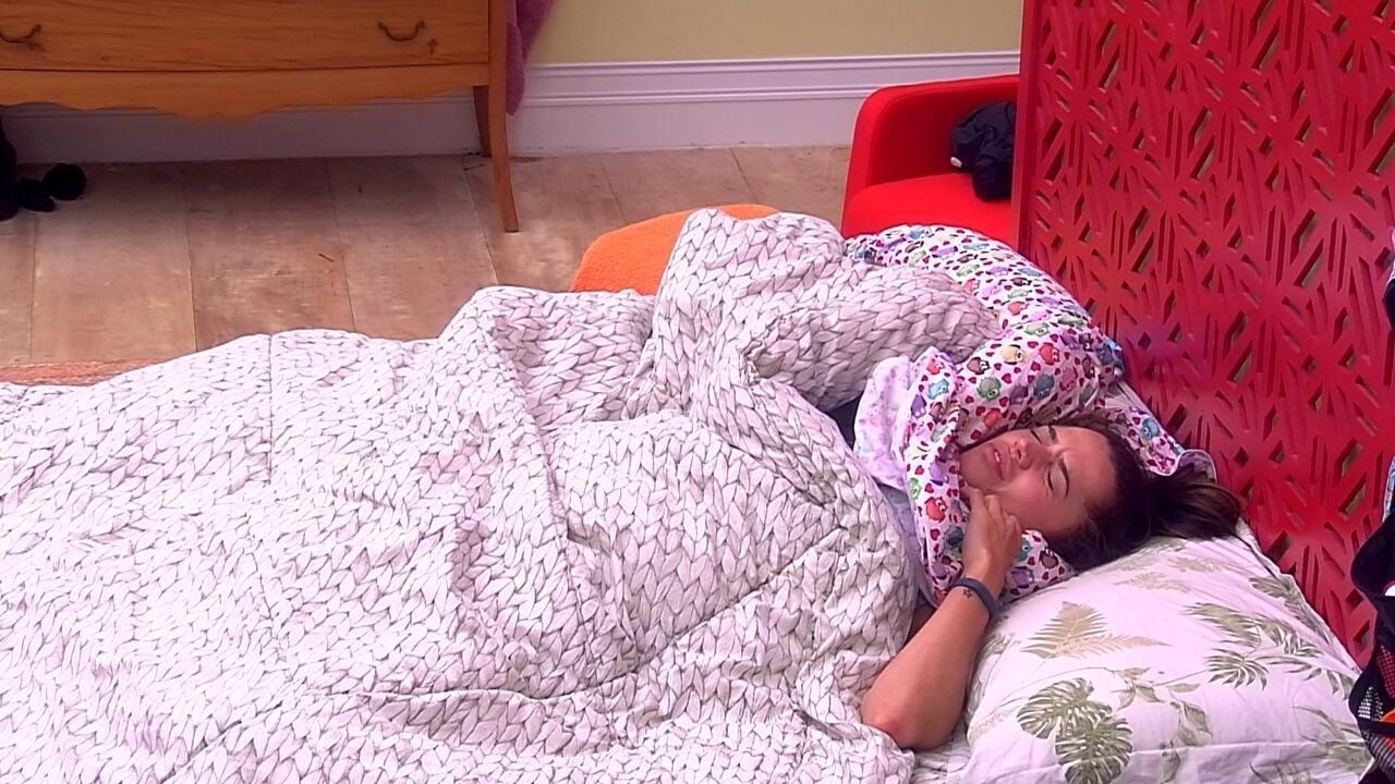 Paula leva susto com o toque de despertar