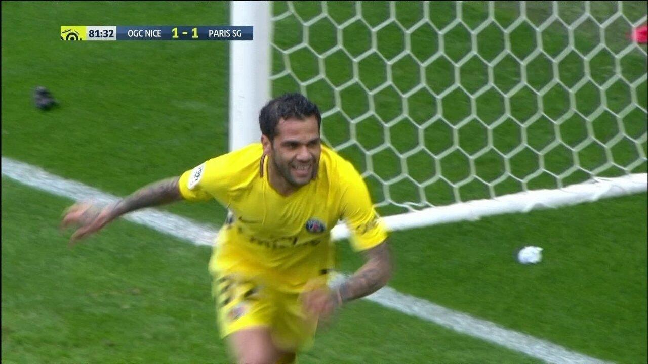 Gol do PSG! Daniel Alves aparece no meio da área a cabeceia preciso aos 36' do 2º tempo