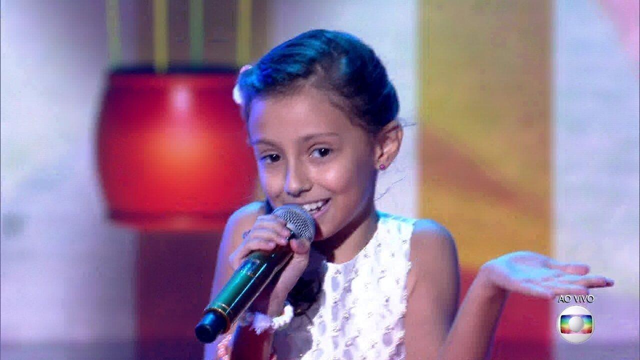 Yasmin Giacomini canta sucesso de Marisa Monte