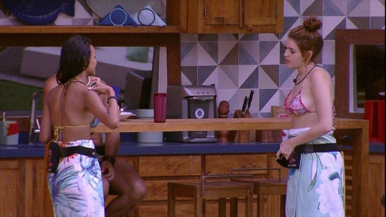 Gleici mostra bronzeado para Ana Clara, que comenta: 'Vai pegar uma marca absurda'