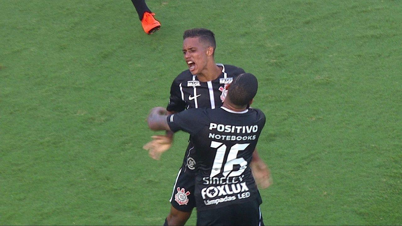 Gol do Corinthians! Pedrinho arrisca de longe e marca golaço aos 42' do 2º