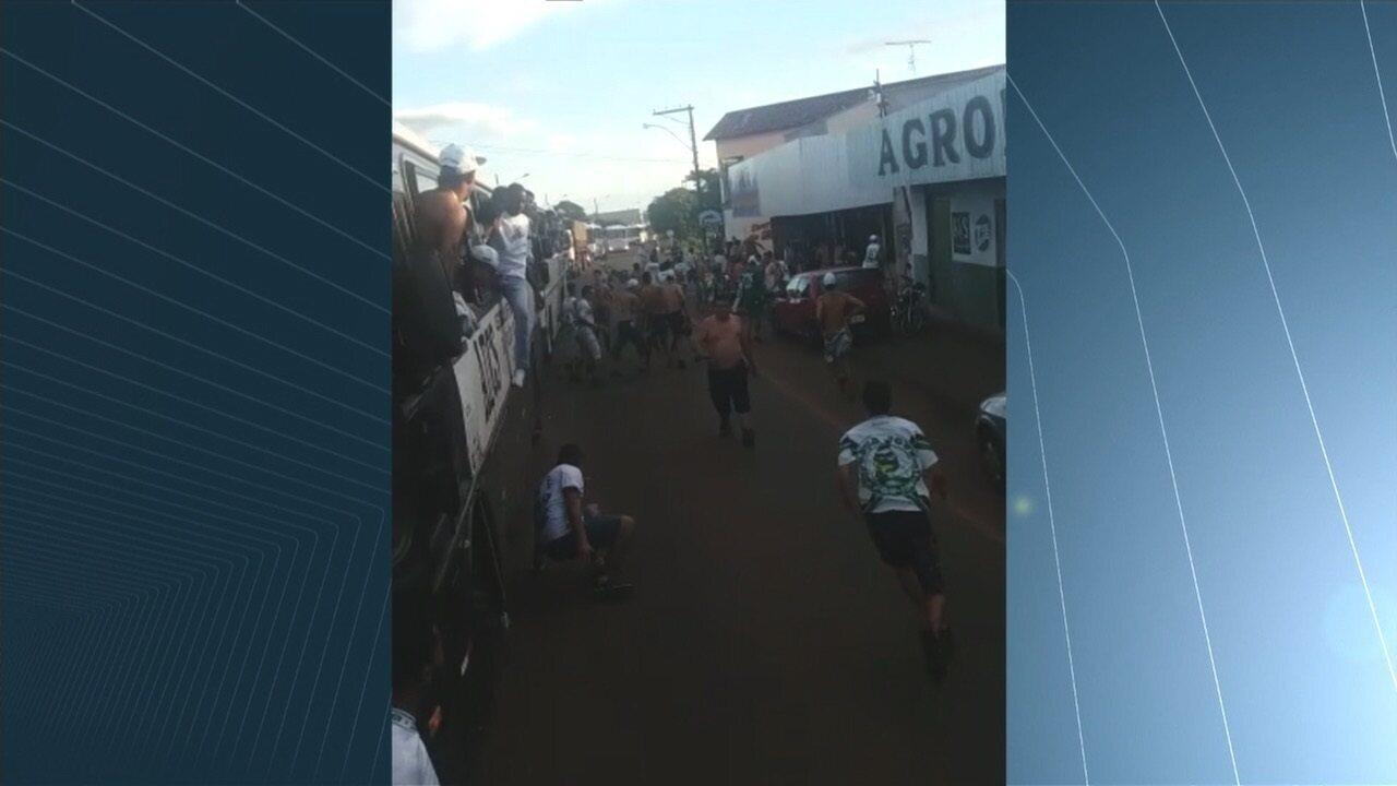 Imagens mostram confusão com a torcida do Goiás em Iporá
