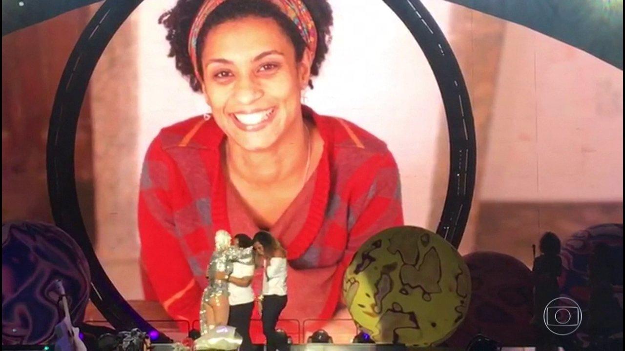 Katy Perry interrompe show e presta homenagem à Marielle Franco em show no Rio