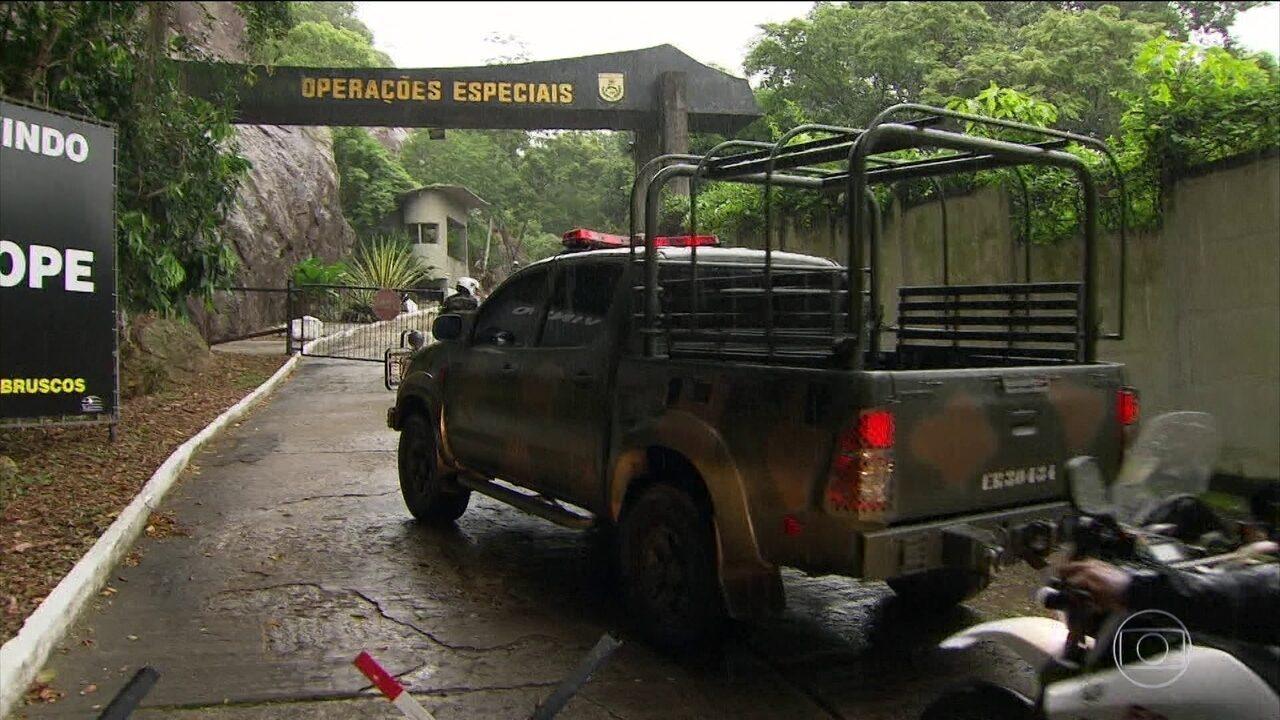 Militares do comando de intervenção federal inspecionam o Bope do Rio de Janeiro