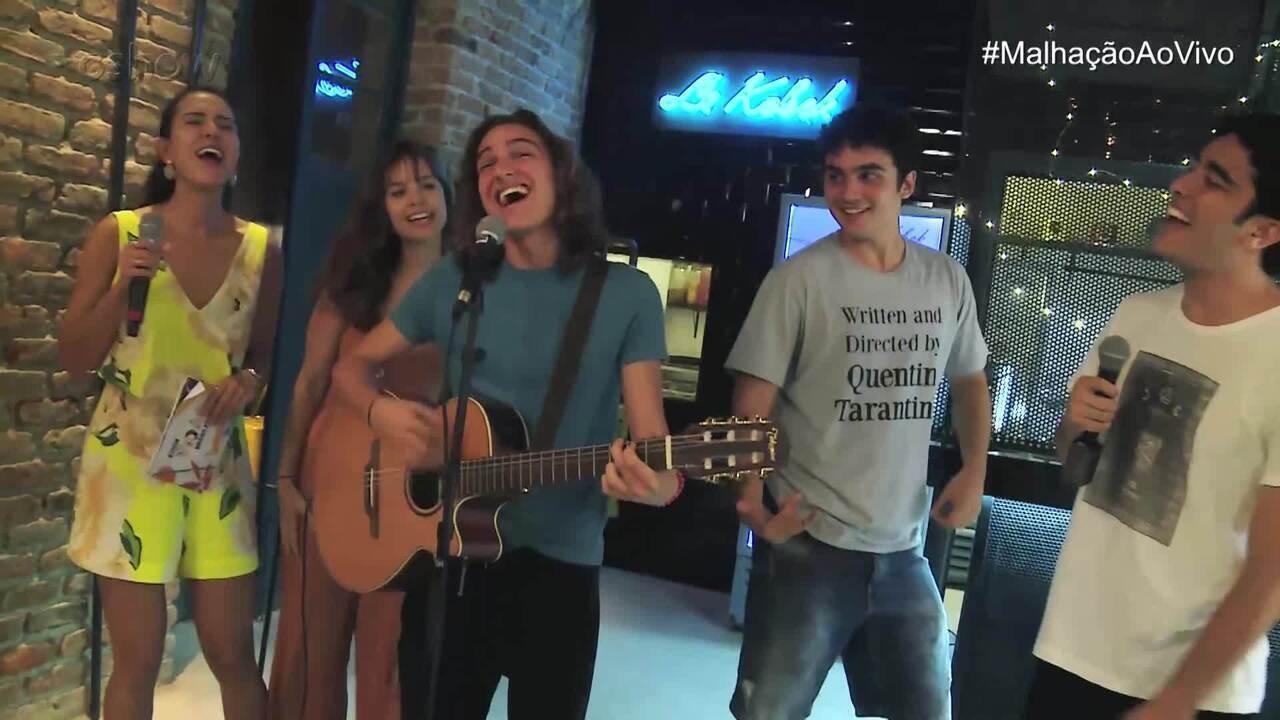 Tom Karabachian apresenta 'Beija Eu' no #MalhaçãoAoVivo