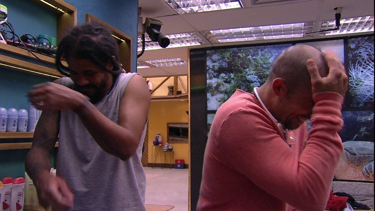 Kaysar e Viegas debatem brincadeiras entre eles e Caruso